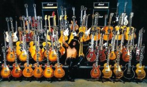 slash-guitar-collection-022d42382436f5d11283a628b2e234c57dd1acfa